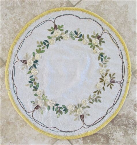 "VINTAGE EMBROIDERED LINEN ROUND TABLE COVER 24-1/2"" DIAMETER"