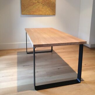 KING DINING TABLE. METAL LEGS WITH ROUNDED CORNERS. Brighton East Bayside Area Preview