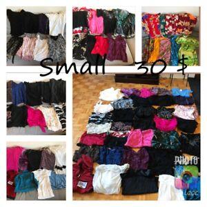 Plusieurs lots femme (chandail,pantalon, lingerie, soulier)