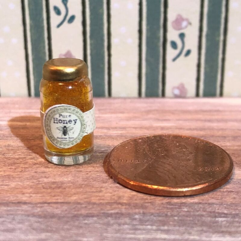 Dollhouse Miniature Food 1:12 - Jar of Honey with Label