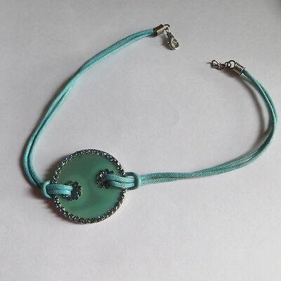 Petit collier ras du cou en cordelettes turquoise avec pendentif orné de strass