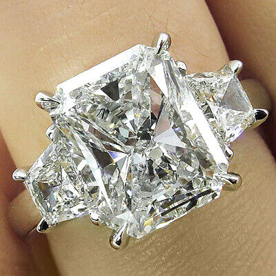 Lovely 2.50 Ct Radiant Cut with Trapezoid Diamond Engagement Ring J SI1 14k GIA