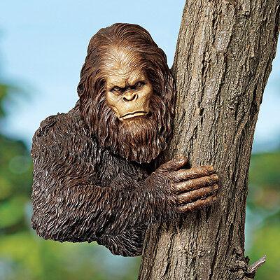 Design Toscano Bigfoot The Bashful Yeti Tree Statue