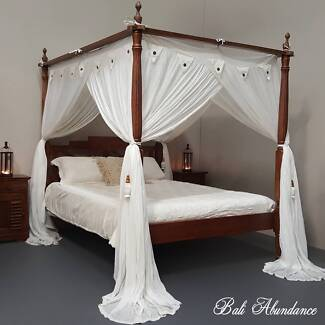 Hand Carved Seaside Queen Four Poster Bed in Chestnut
