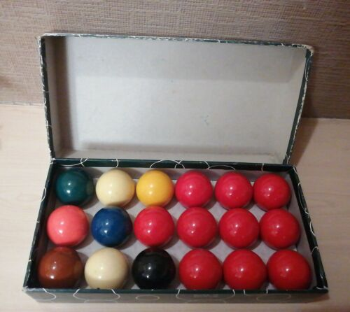 ARAMITH SNOOKER BALLS SIZE 1 and 5/8 INCH. 10 REDS