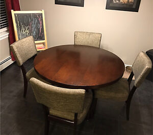 "Modern 48"" Round Table Dinette Set with Four Chairs (Leon's)"