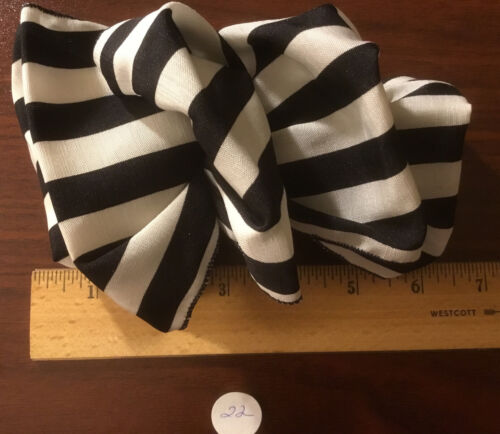 Vtg Clip-On Black & White Stripe,French Barrette,Revlon, Ver