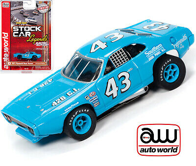 Auto World Xtraction Plymouth Road Runner Richard Petty HO Slot Car SC355
