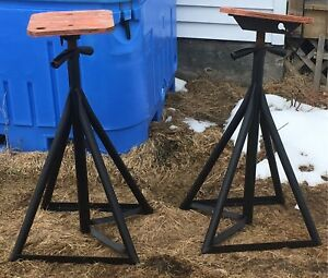 2 brownell boat stands