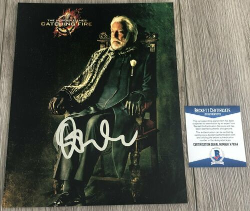 DONALD SUTHERLAND SIGNED THE HUNGER GAMES 8x10 PHOTO w/PROOF & BECKETT BAS COA