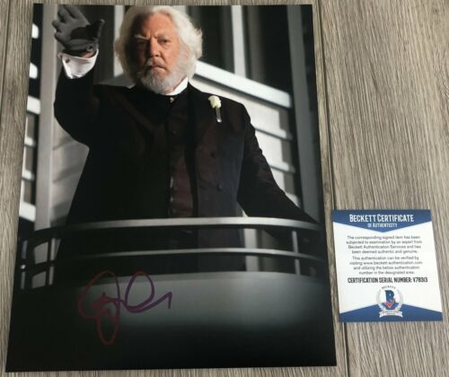 DONALD SUTHERLAND SIGNED THE HUNGER GAMES 8x10 PHOTO w/EXACT PROOF BECKETT COA
