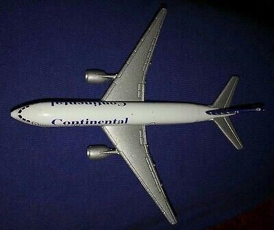 Matchbox Continental Airlines Boeing 777-200 Diecast Airplane