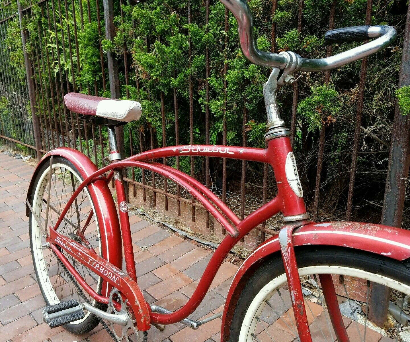 Vintage 1960s 60s Schwinn Typhoon Red Men`s Bike Bicycle1964