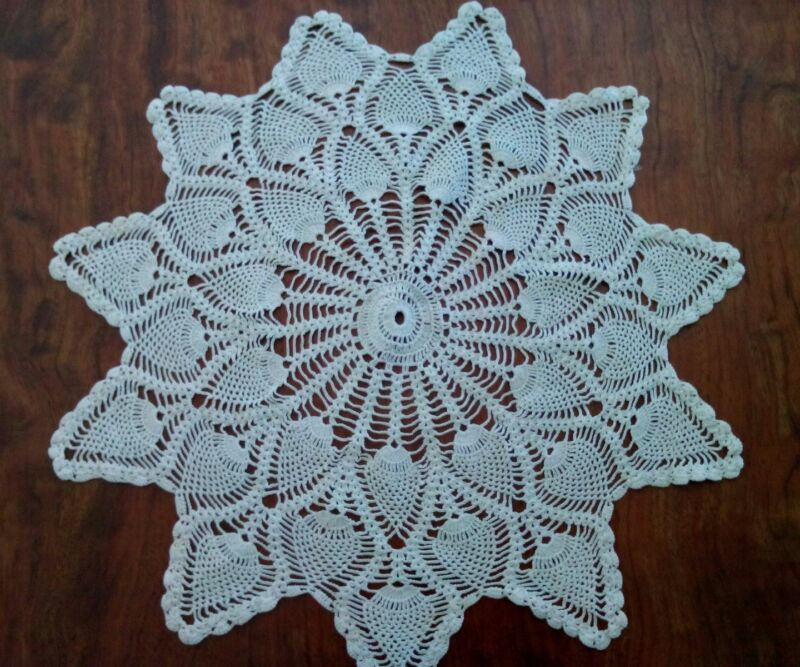 """Vintage Antique 16"""" Pineapple Point Off-White Beige Delicate Crocheted Doily"""