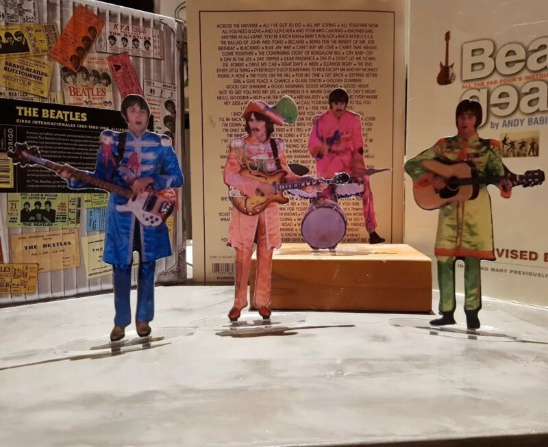 The Beatles Sgt.Peppers figures cristal clear acrylic They look incredibly real!