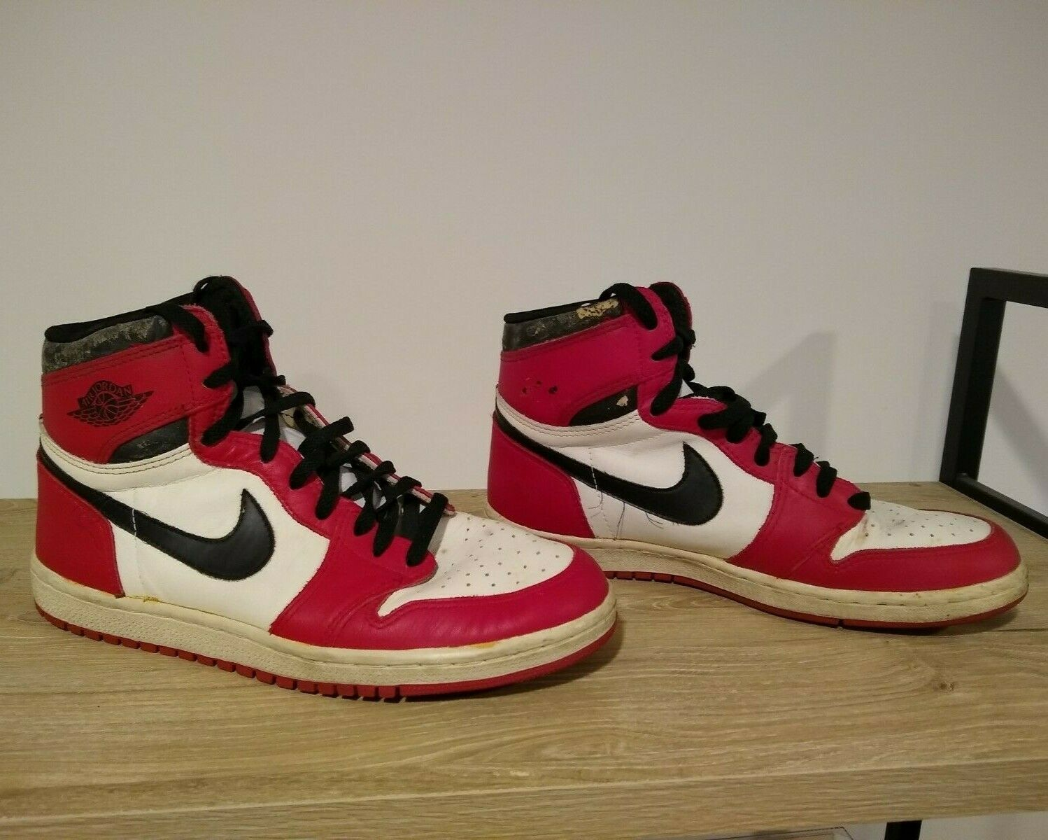 Original pair of 1985 Nike Air Jordan 1 Chicago shoes – Size 10.5 – Barely Used