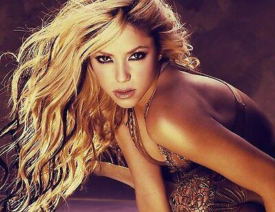 Shakira Unsigned 8x10 Photo (2)