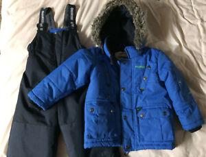 Oshkosh snow suit size 3T