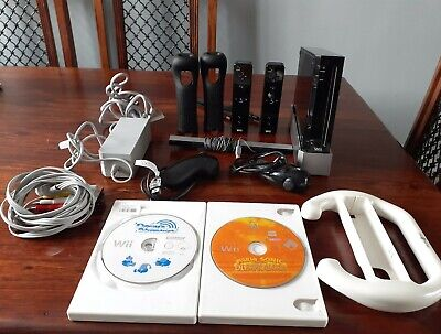 Nintendo Wii Console, black, 2 controllers, 2 nunchucks, all cables,