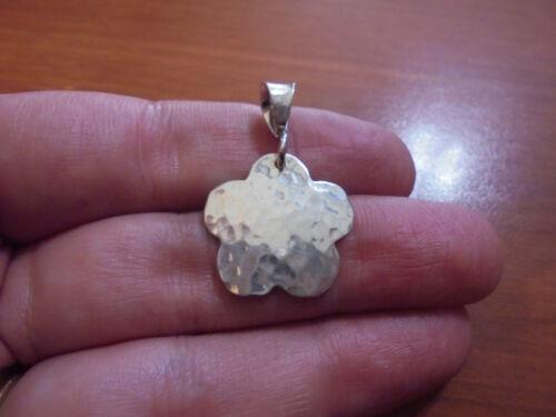Vtg Sterling silver hammered flower pendant 2.8 grams