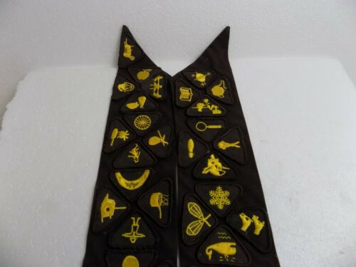 GIRL SCOUT BROWNIES SASH / 5 YEAR PIN