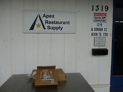New Fisher 3990 Atmospheric Pressure Vacuum Breaker Assembly 3930