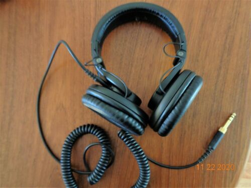 Shure SRH440 Headphones WITH CABLE