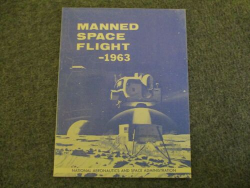1963 NASA APOLLO MANNED SPACE FLIGHT BOOK - BOEING/NASA ILLUSTRATED (87PAGES)