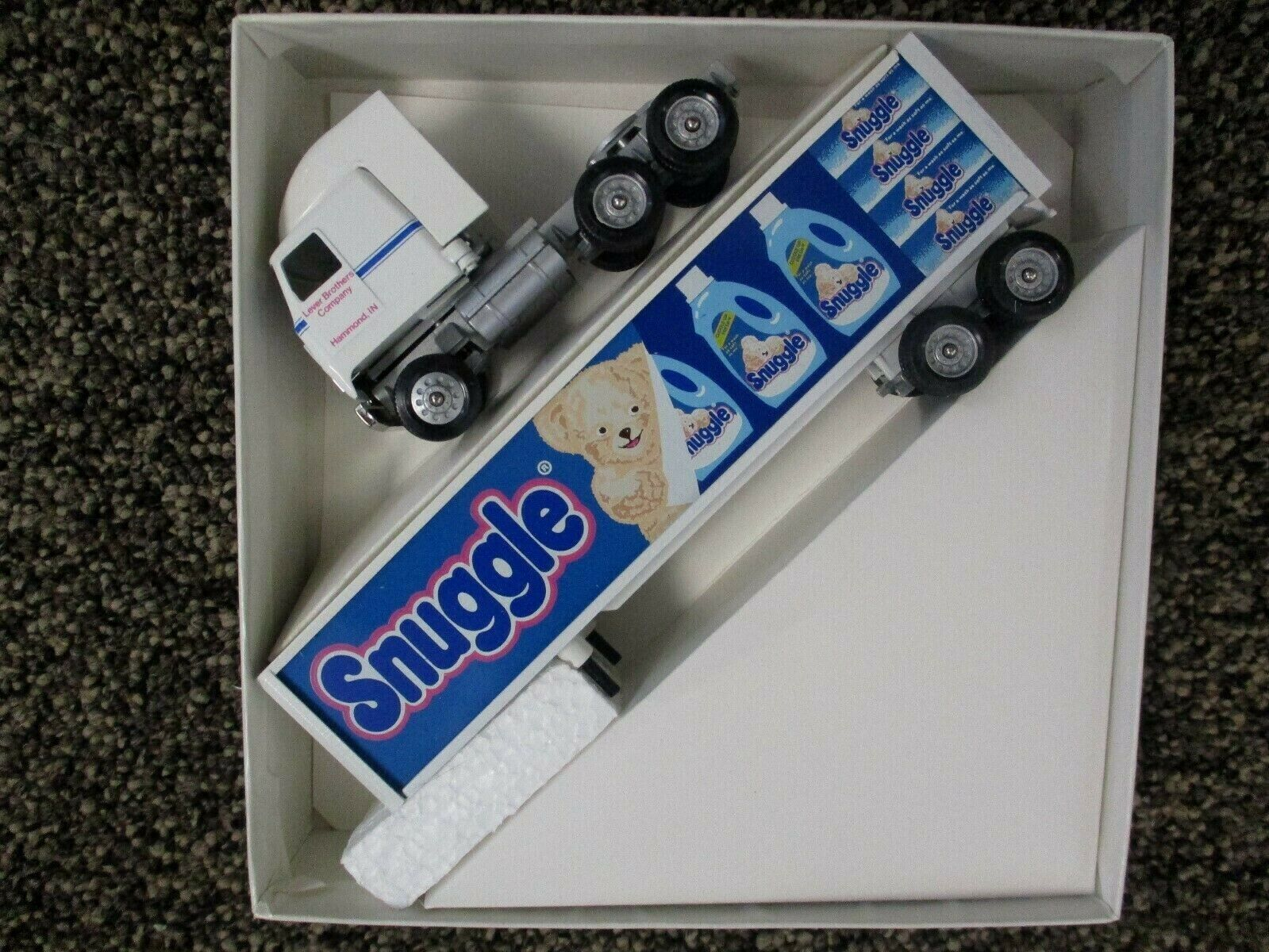 Winross 1/64 Scale Diecast Tractor Trailer Snuggle Fabric Softener New In Box