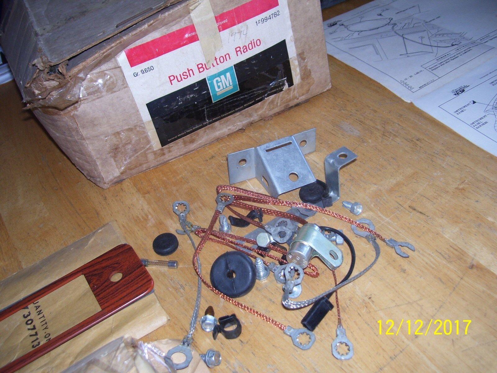 NOS 73-77 Chevy CK123 Truck Blazer AM Push Button Radio ACCESSORY RARE GM 994782