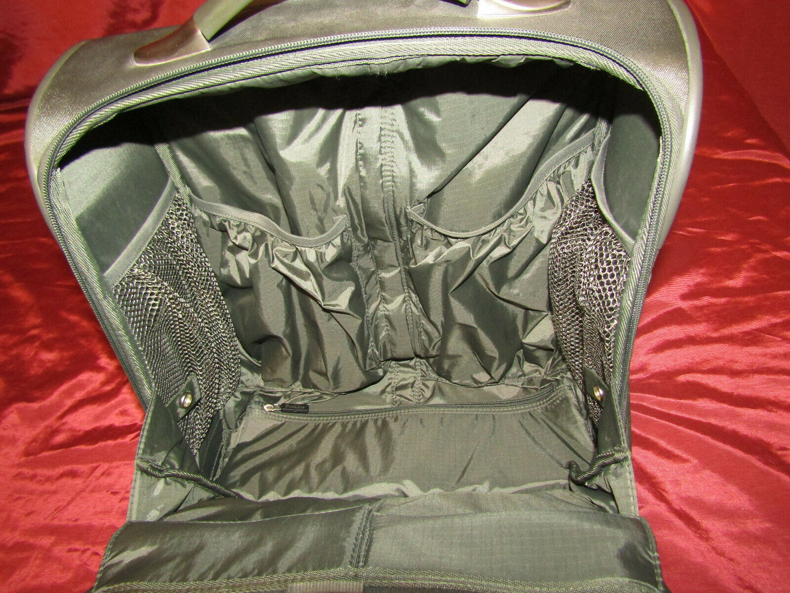 Pro Lite 2 Wheel Rolling 16x14x8 Gray Cabin Carry-On Travel NICE LOTS Of POCKETS - $34.98