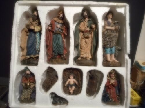 NATIVITY SET - 10 PIECE - NICELY COLORED
