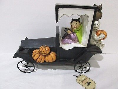 Halloween Vampire Driving Mummy Vintage Car Sculpture Figurine Decor 12