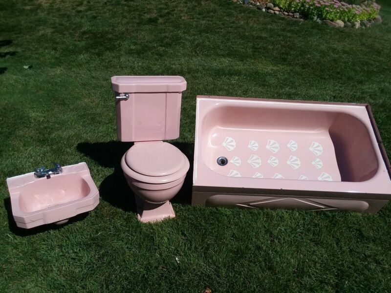 retro bathroom sink, toilet, tub
