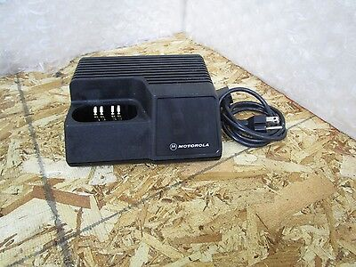 Motorola Saber Astro Rapid Rate Desk Batttery Charger Ntn4734a