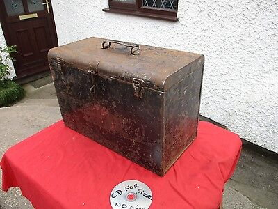 STRONG  VINTAGE  METAL  TOOL  BOX   WITH  CARRY  HANDLE