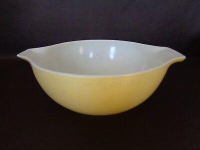 Vintage Yellow 2-1/2 Quart Pyrex Nesting Bowl (Cat.#11C006)