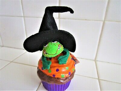Cupcake For Halloween (ANNALE HALLOWEEN WITCH  CUPCAKE FROG BRAND NEW  SOLD OUT 2 FOR)