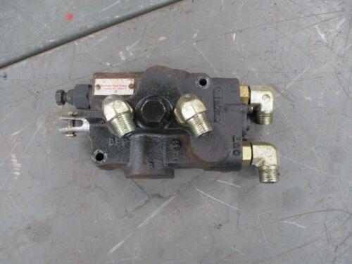 John Deere 320 Lawn Tractor Hydraulic Lift Pressure Relief Valve AM117342