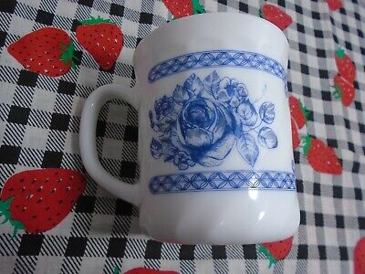 Arcopal France Honorine White with Blue Floral Design Coffee Cups Pre-owned