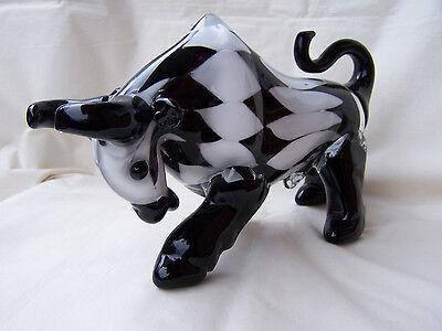 Murano - Glas - Figur * Stier * in Karo - schwarz-weiß -