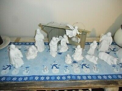 Vintage AVON White Porcelain NATIVITY Figures Set w/ Wood Stable 14 Pc Lot