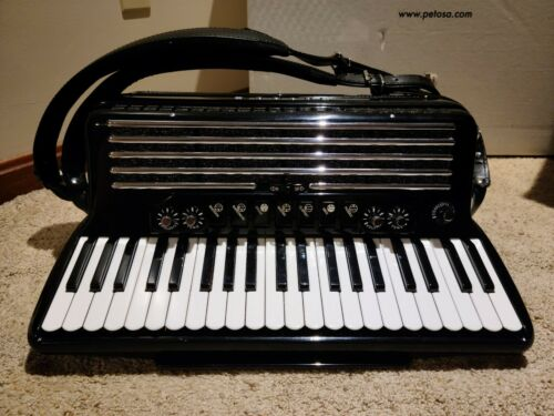 Petosa Accordion SM-100 ESM Excellent condition - Refurbished by Petosa in 2016
