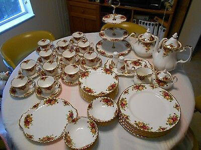 Royal Albert Old Country Roses 66 Pcs Dinnerware & Serving - Fluted, Scalloped