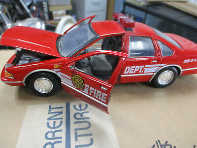 Motor Max 1993 Chevy Caprice Fire Chief Car 1:24 Scale Diecast Metal 73320 model