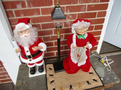 VINTAGE MR & MRS SANTA CLAUS WITH LIGHT POST ANIMATED MOTIONETTES CHRISTMAS