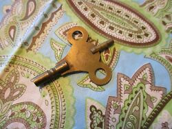 CIRCA 1910 SOLID BRASS TWO SIDED CLOCK KEY MADE IN ENGLAND SESSIONS MANTEL CLOCK