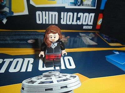 LEGO Ideas: Doctor Who MiniFigure - Clara Oswald (Set 21304)