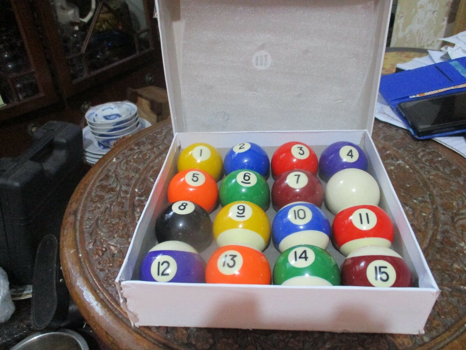 SET OF   POOL  BALLS      GOOD  CONDITION