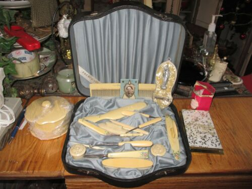 ANTIQUE VINTAGE VANITY BOX WITH CELLULOID NAIL CARE COMB SATIN LINED BOX POWDER